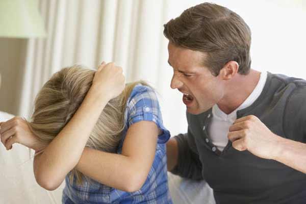 Beberapa Tanda Kamu Harus Mutusin Pacarmu - Ketika mulai ada kekerasan dalam hubungan