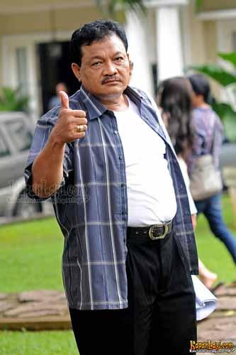 Pemain Sinetron Cinta Buta SCTV - Eeng Saptahadi sebagai Angga