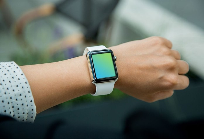 free applewatch mockup psd 1000x683 697x476 - 5 mockups device gratuit pour UX designer