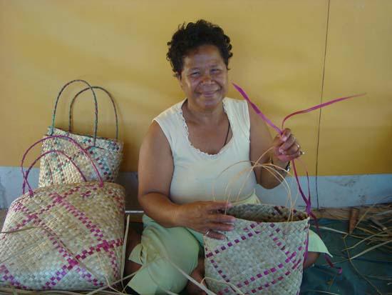 handicraft making2