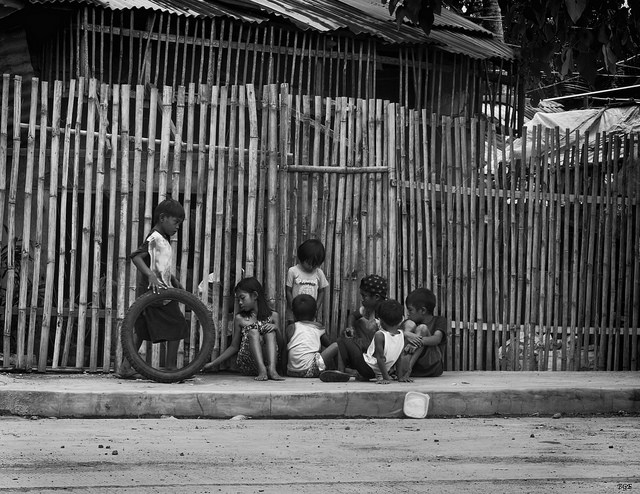 Group of Children outside of their homes in Bata, Bacolod, Philippines by Brian Evans via Flickr. Some rights reserved.