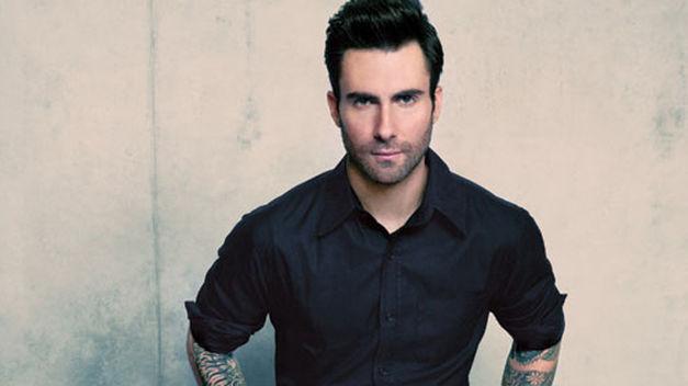 Adam-Levine-sexy-planeta_TINIMA20131120_0531_181