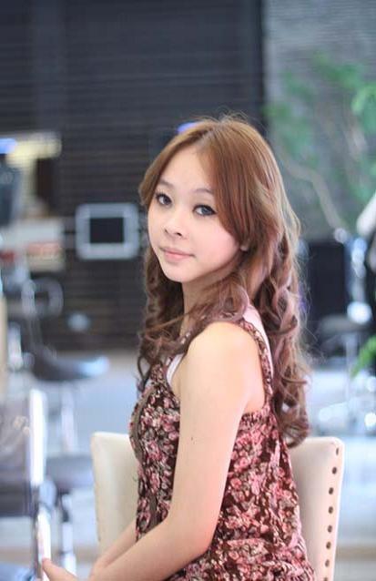 離子夾~繞出神奇捲度 - 髮型師JOE - FashionGuide 華人時尚專業評鑑