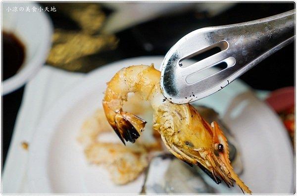 06f0ae71 03bc 483c 8e10 1eaf3b933b39 - 熱血採訪│全台唯一百萬夜景的泰國流水蝦、東石鮮蚵燒烤吃到飽在台中,無敵夜景盡收眼底