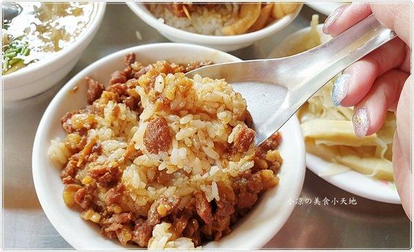 3d7d036a 78f9 4831 a831 7a535fd1c67e - 大台北圓環魯肉飯║第三市場傳統早午餐,噴香魯肉飯、爌肉飯、草菇湯、赤肉焿料多美味,一大早就補滿元氣!