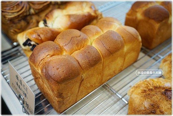 "8dee2302 327a 46df 81ee a52a27ca10fb - 熱血採訪│麵包控集合!興大人氣麵包店""糖印麵包""搬家囉!! 每日出爐近5.60種以上傳統、日式、歐式、義式麵包,吐司甜點蛋糕等,試營運期間全面8折!!"