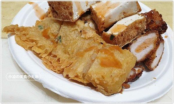 e19e04a6 03ed 4f51 89f8 4a6c23a44f20 - 台中小吃║藏匿向上市場內的炸粿、金黃酥脆吃得到滿滿爆餡蚵嗲,只要銅板價~