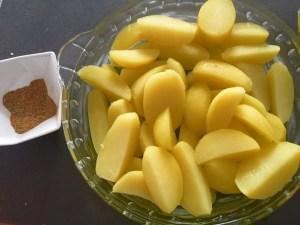 Ugotowane ziemniaki w naczyniu żaroodpornym
