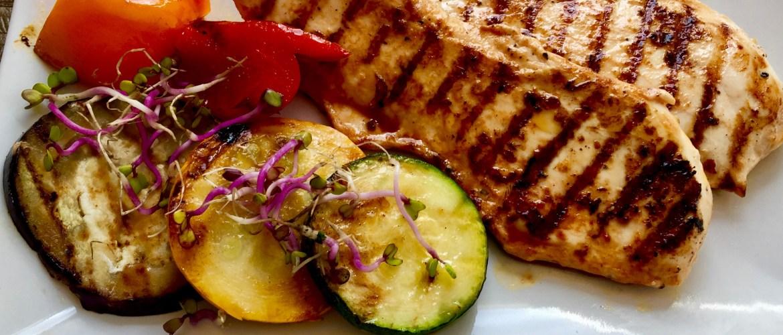 Filet z grila podany z grilowanymi warzywami