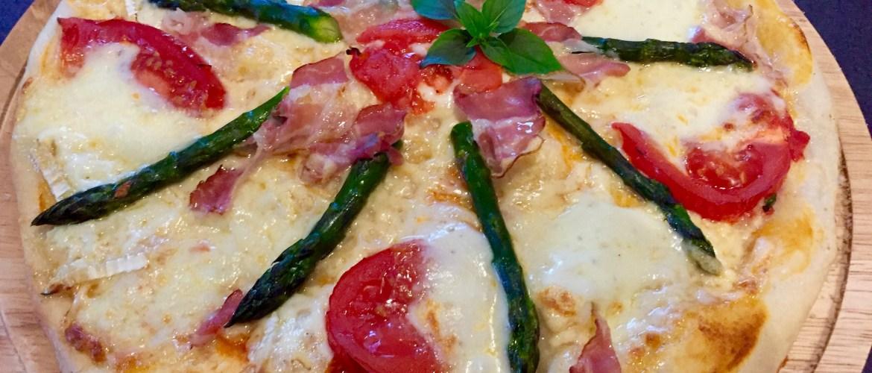 Puszysta pizza ze szparagami