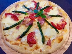 Pizza po wyjęciu z piekarnika