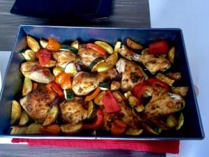 Ziołowy kurczak pieczony z młodymi ziemniaczkami