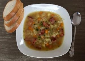 Zupa podana z pieczywem