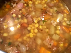 Zupa z kukurydzą ziemniakami i marchwią