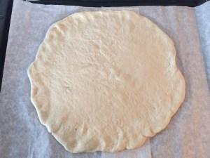 Rozwałkowane ciasto na pizze