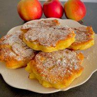 Racuchy budyniowe z jabłkami