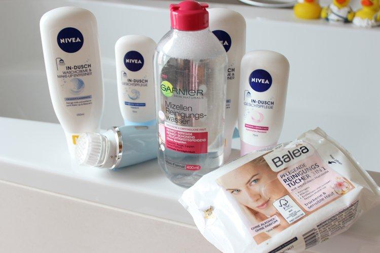 Die reinste Freude bei der Gesichtspflege... Wattepads und Waschlotion