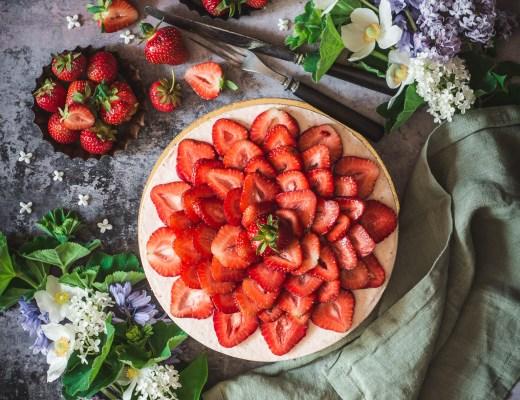jordgubbsmoussetårta
