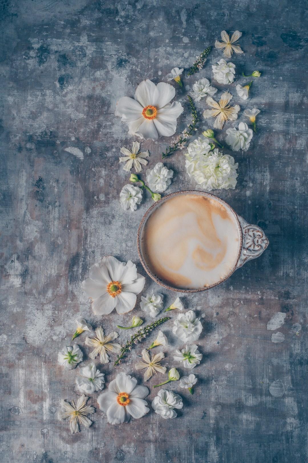 blomsterkaffe söndagsstilleben