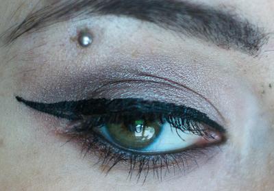 eyeliner precis sixties swatch