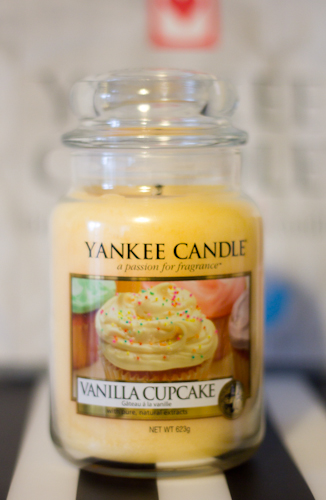 YANKEE CANDLE VANILLA CUPCAKE-1