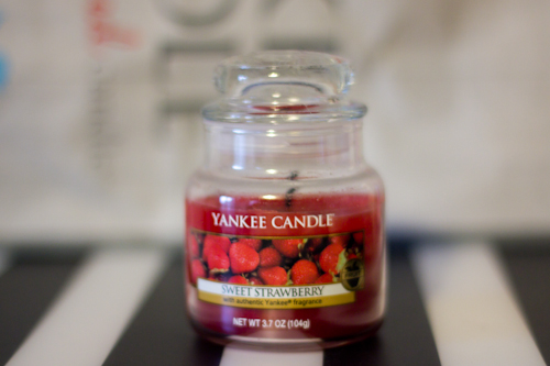 YANKEE CANDLE  sweet strawberry-2
