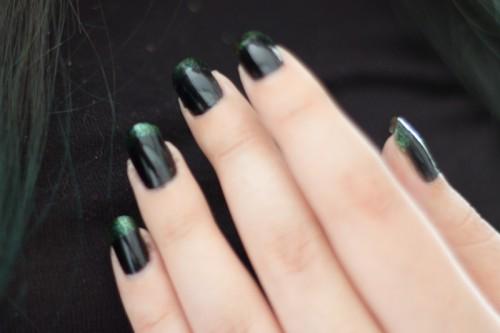 manucure noire verte-1