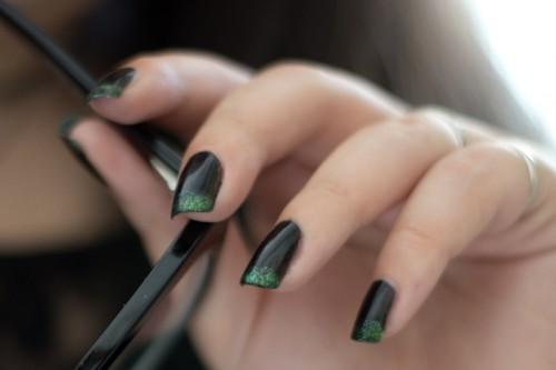 manucure noire verte-3