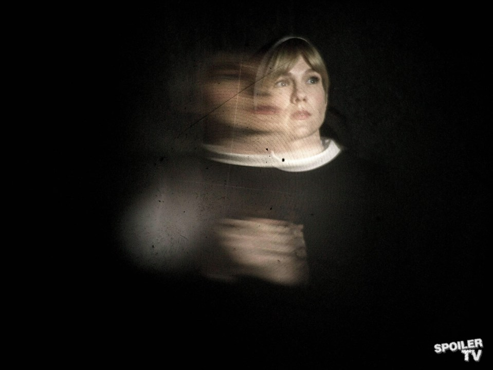FX-AHS-Lily-Distortions_0432F_1_FULL