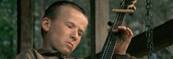 man plays  u0026quot dueling banjos u0026quot  from  u0026 39 deliverance u0026 39  by himself