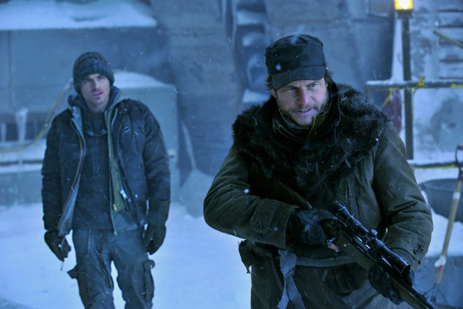 COLONY_Bill-Paxton_Kevin-Zegers