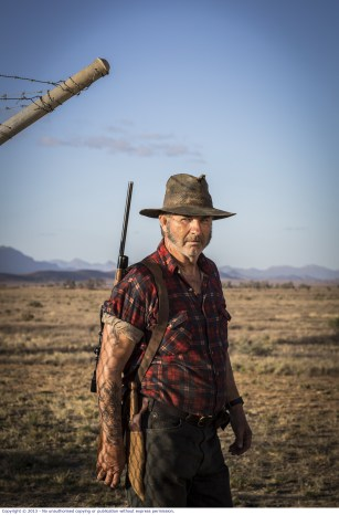 WolfCreek2_John Jarratt as Mick Taylor with gun 2