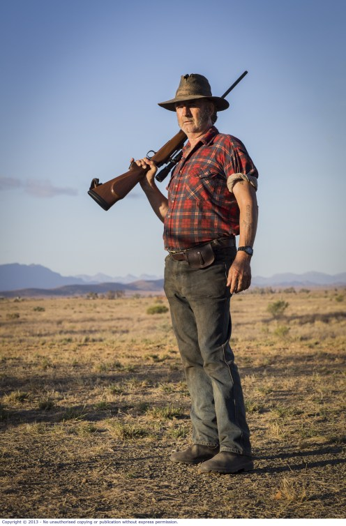 WolfCreek2_John Jarratt as Mick Taylor with gun 5