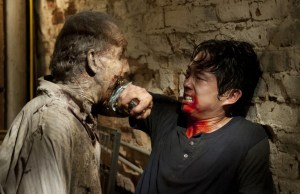 Steven-Yeun-in-THE-WALKING-DEAD-Episode-3.07-When-the-Dead-Come-Knocking-4
