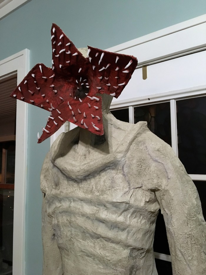 crafty fan made a life-sized  u0026quot stranger things u0026quot  demogorgon halloween decoration
