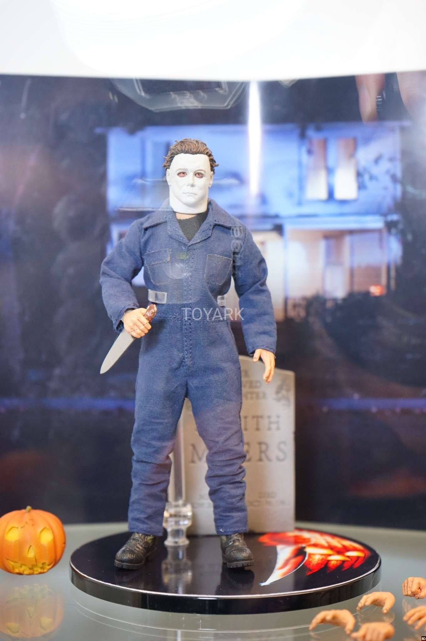 One:12 Scale Collectible Figure Mezco Halloween Michael Myers