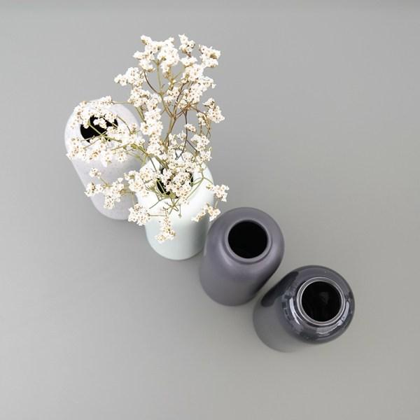 Décoration intérieur le vase Callune disponible dans 4 coloris différents.