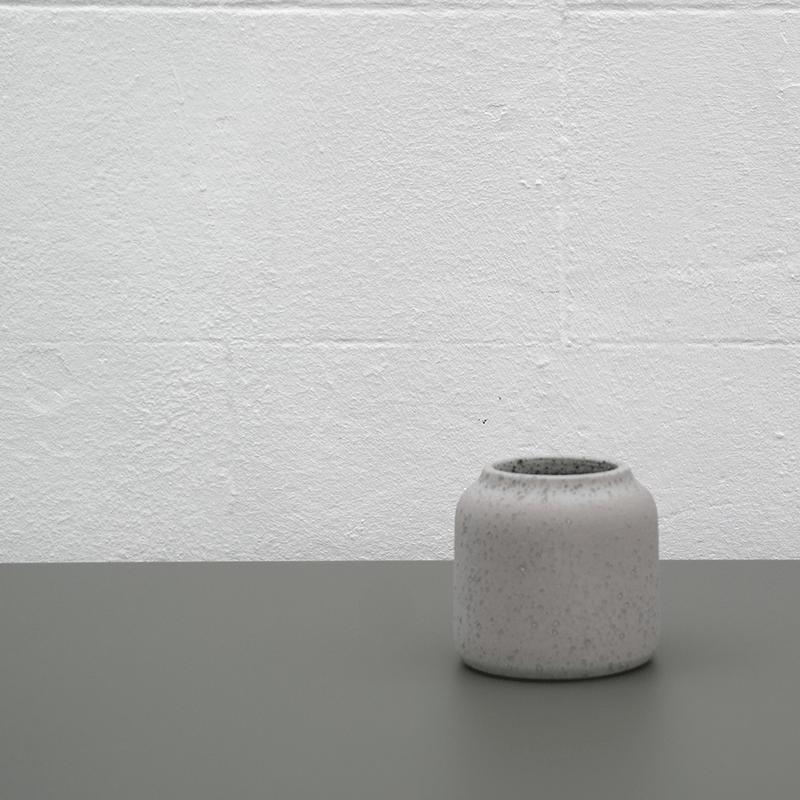 Coloris du vase Dahlia en pierre de lave