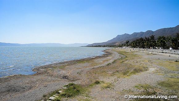 shoreline of Lake Chapala
