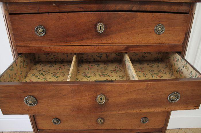 18th Century Walnut 6 Drawer Chest Dresser
