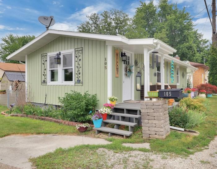 105 North Perry, Carlock IL 61725