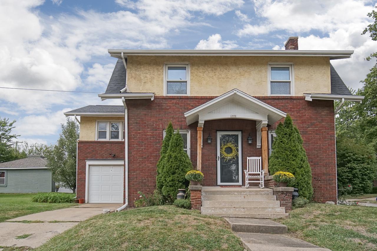 1306 E Oakland Ave. Bloomington, IL 61701 – SOLD