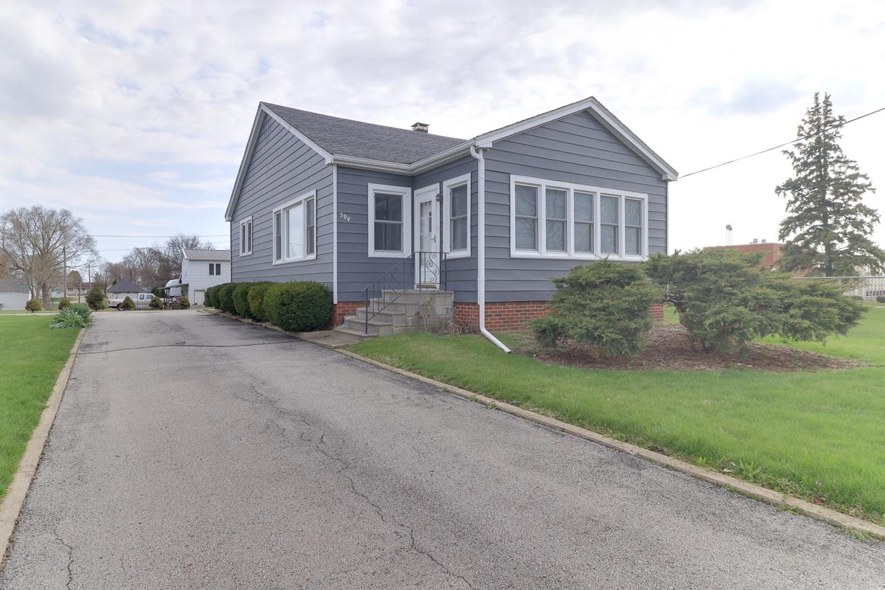304 W Cleveland, Heyworth, IL 61745 – CLOSED