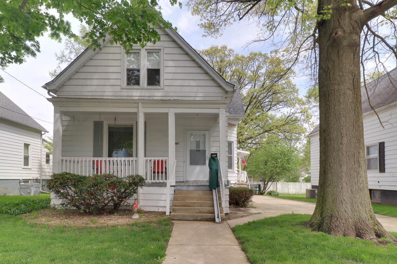 1107 W Jackson St. Bloomington, IL 61701 – SOLD