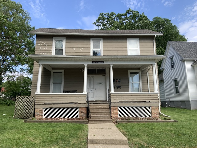 1307 N Roosevelt Ave, Bloomington, IL 61701- UNDER CONTRACT!