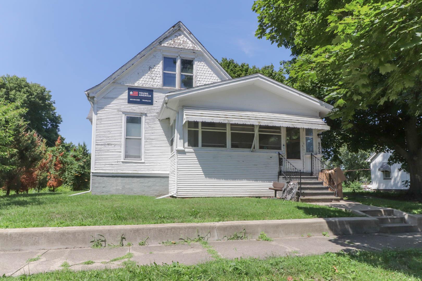 205 Seminary Ave, Bloomington IL 61701