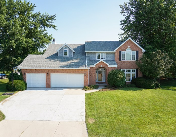 808 Ironwood CC Drive, Normal, IL 61761- SOLD!
