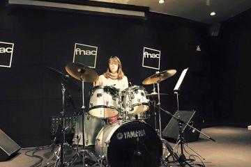 Demonstração de bateria programa rockschool Fnac Colombo Baterista a tocar