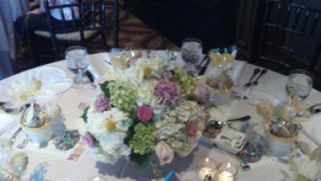 pinkwhitegreen-pastel-table