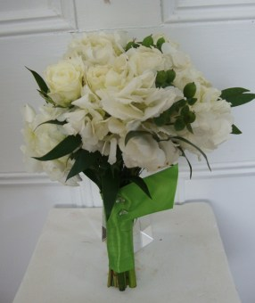 whitebouquetgreenribbon